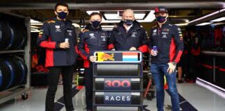 Alexander Albon, Christian Horner, Helmut Marko, Max Verstappen