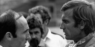 Carlos Reutemann with Frank Williams (L) in 1982